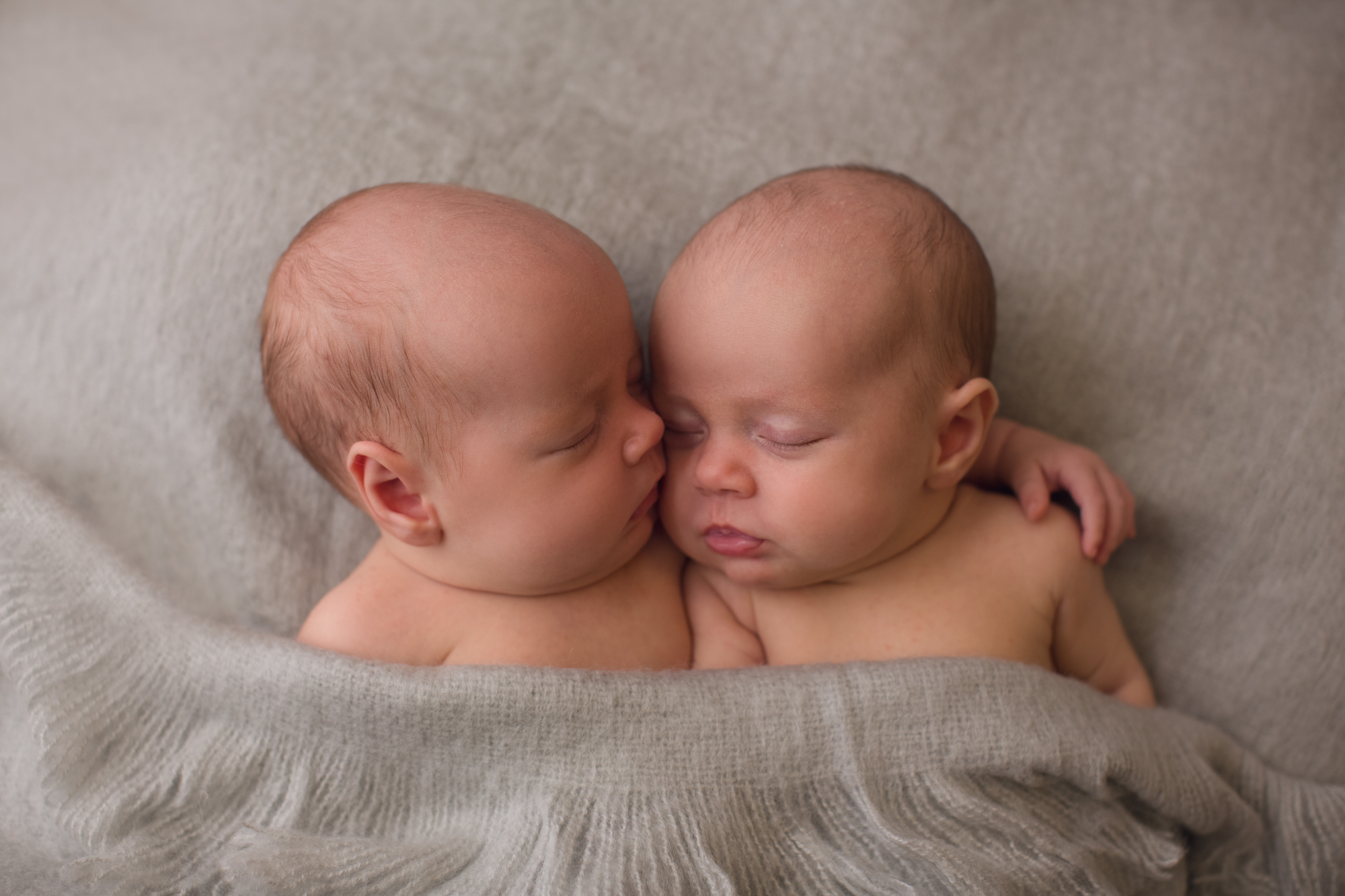 Twins-Newborn Shoot-Natural-Studio